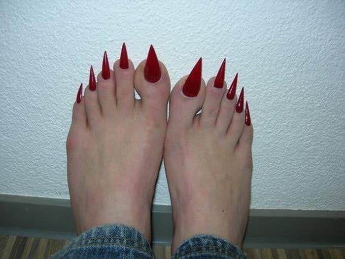 Ногти на ногах смешные